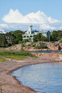Finland, Uusimaa, Hanko, Hotel at riverbankの写真素材 [FYI02703721]