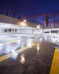 Sweden, Skane, Malmo, Vastra Hamnen, Parking garage at nightの写真素材 [FYI02703753]