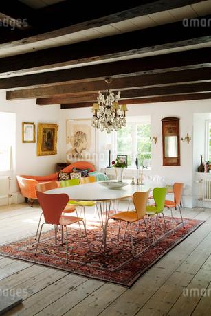 Sweden, Gotland, Bursvik, Burgegard, View of dining room in old houseの写真素材 [FYI02703757]