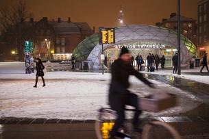 Sweden, Skane, Malmo, Triangeln, Railroad station at nightの写真素材 [FYI02703775]
