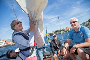 Sweden, West Coast, Bohuslan, Marstrand, Smiley people sailing on lakeの写真素材 [FYI02703786]