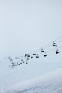 France, Rhone-Alpes, Haute-Savoie, Chatel, Ski lift in Portes des Soleilsの写真素材 [FYI02703806]