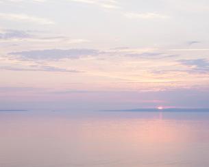 Sweden, Skane, Kullaberg, Seascape at sunriseの写真素材 [FYI02703825]