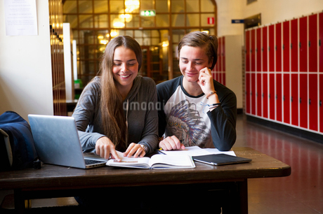 Sweden, Stockholm, Ostermalm, Students learning at schoolの写真素材 [FYI02703830]