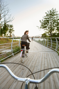 Sweden, Blekinge, Solvesborg, Mature woman riding on bicycleの写真素材 [FYI02703846]