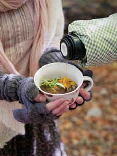 Sweden, Pouring mushroom soup into mugの写真素材 [FYI02703960]