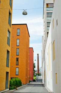 Finland, Uusimaa, Helsinki, Sornainen, Colorful buildings in residential areaの写真素材 [FYI02703986]