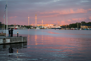 Sweden, Stockholm, Ostermalm, Sunset over bayの写真素材 [FYI02703994]