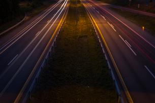Norway, East Norway, Akershus, Elevated view of motorway at nightの写真素材 [FYI02704044]
