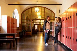 Sweden, Stockholm, Ostermalm, Students talking on school corridorの写真素材 [FYI02704108]