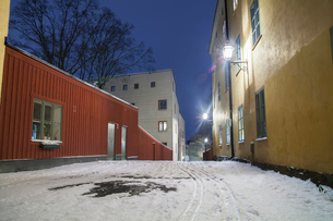 Sweden, Sodermanland, Stockholm, Sodermalm, Empty street in old townの写真素材 [FYI02704154]