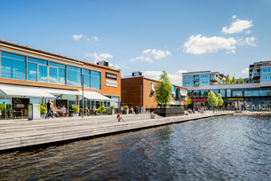 Sweden, Smaland, Jonkoping, Waterfront on sunny dayの写真素材 [FYI02704166]