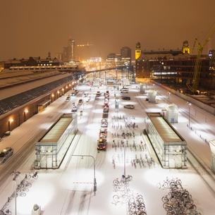 Sweden, Skane, Malmo, Railroad station at nightの写真素材 [FYI02704183]