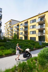 Sweden, Sodermanland, Hammarby Sjostad, Woman pushing baby carriageの写真素材 [FYI02704184]