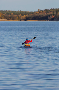 Sweden, Vasterbotten, Mature man kayaking in Baltic Seaの写真素材 [FYI02704186]