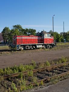 Finland, Uusimaa, Hanko, Red locomotiveの写真素材 [FYI02704213]