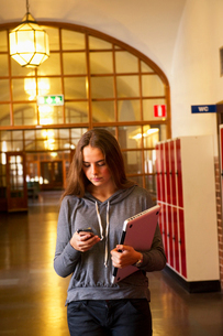 Sweden, Stockholm, Ostermalm, Female student texting on mobile phoneの写真素材 [FYI02704248]