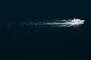 Finland, Uusimaa, Porkkala, View of white speedboatの写真素材 [FYI02704271]