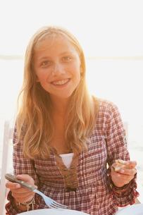 Sweden, Stockholm, Sodermanland, Dalaro, Portrait of teenage girl wearing orthodontic bracesの写真素材 [FYI02704285]