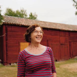 Sweden, Sodermanland, Senior woman looking awayの写真素材 [FYI02704300]