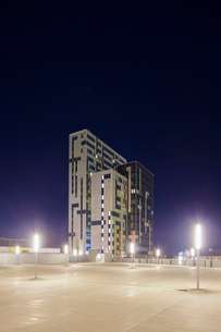 Sweden, Skane, Lund, Ideon Science Park, Street lights and building exterior at duskの写真素材 [FYI02704311]