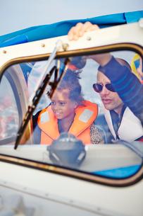 Sweden, Vastra Gotaland, Gothenburg Archipelago, Styrso, Father and daughter (6-7) in motor boatの写真素材 [FYI02704330]