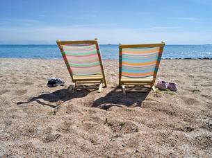 Finland, Uusimaa, Hanko, Deckchairs on beachの写真素材 [FYI02704338]