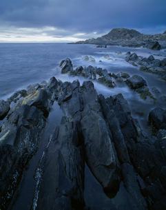 Norway, Finnmark fylke, Varangerhalvons National Park, Scenic view of rocky coastlineの写真素材 [FYI02704349]