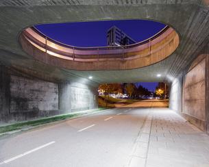 Sweden, Skane, Lund, Ideon Science Park, Road under bridge with building in backgroundの写真素材 [FYI02704385]