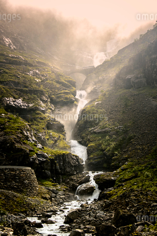 Norway, Vastlandet, More og Romsdal, Trollstigen, Majestic steam in mountain creekの写真素材 [FYI02704424]