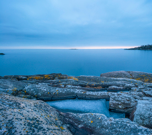 Sweden, Stockholm archipelago, Sodermanland, Femore, Eroded rock formations on coastlineの写真素材 [FYI02704434]