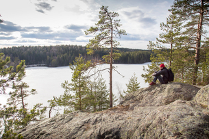 Sweden, Narke, Kilsbergen, Mature hiker looking at forestの写真素材 [FYI02704450]