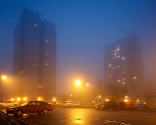 Sweden, Skane, Malmo, Hogaholm, Almvik, Residential buildings with parking lot in foreground in fogの写真素材 [FYI02704488]