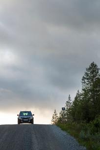 Sweden, Harjedalen, Storsjo, Car on road under overcast skyの写真素材 [FYI02704503]