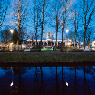 Sweden, Skane, Malmo, Mollevangen, Folkets Park, Moriskan Pavillion on winter eveningの写真素材 [FYI02704509]