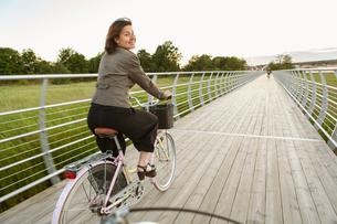 Sweden, Blekinge, Solvesborg, Mature woman riding on bicycleの写真素材 [FYI02704605]