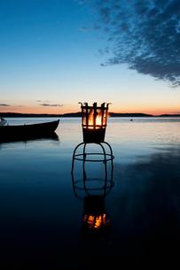 Sweden, Stockholm, Ostermalm, Vartahamnen, Coastline at duskの写真素材 [FYI02704639]