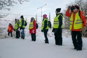 Sweden, Uppland, Upplands Vasby, Volunteers of Missing people organization standing in lineの写真素材 [FYI02704709]