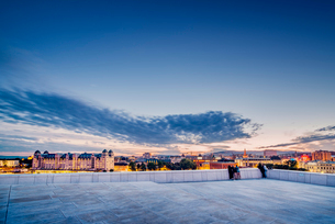 Norway, Oslo, Bjorvika, Operahuset at sunsetの写真素材 [FYI02704736]