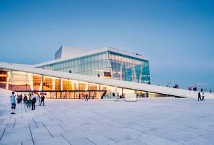 Norway, Oslo, Bjorvika, Operahuset at sunsetの写真素材 [FYI02704790]