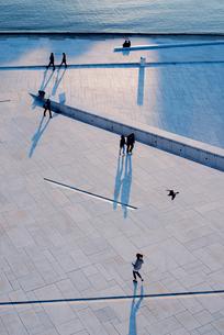 Norway, Oslo, Bjorvika, Elevated view of Operahuset's pathの写真素材 [FYI02704800]