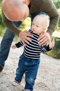 Sweden, Gotaland, Vastra, Stay at home dad playing with son (12-17 months)の写真素材 [FYI02704833]