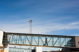 Sweden, Medelpad, Sundsvall, Elevated walkway at airportの写真素材 [FYI02704887]