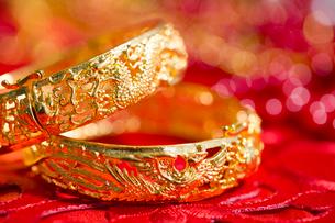 Traditional Chinese wedding elementsの写真素材 [FYI02704930]