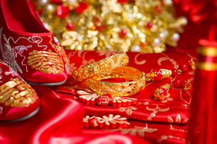 Traditional Chinese wedding elementsの写真素材 [FYI02704943]