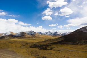 Tanggula mountains in Tibet, Chinaの写真素材 [FYI02704944]