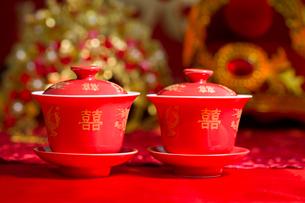 Traditional Chinese wedding elementsの写真素材 [FYI02704974]