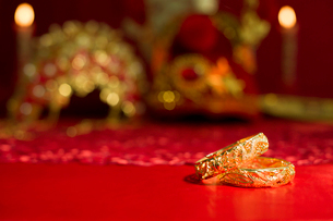 Traditional Chinese wedding elementsの写真素材 [FYI02704978]
