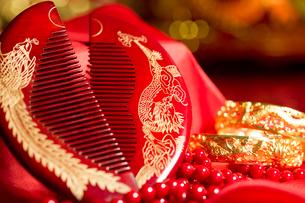Traditional Chinese wedding elementsの写真素材 [FYI02704984]