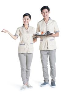 Massage therapists holding massage suppliesの写真素材 [FYI02705111]